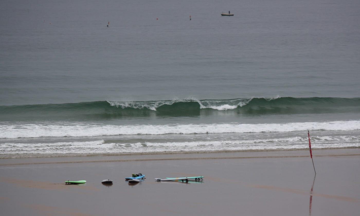 Belles petites vagues propres ce matin, vent faible à modéré ONO