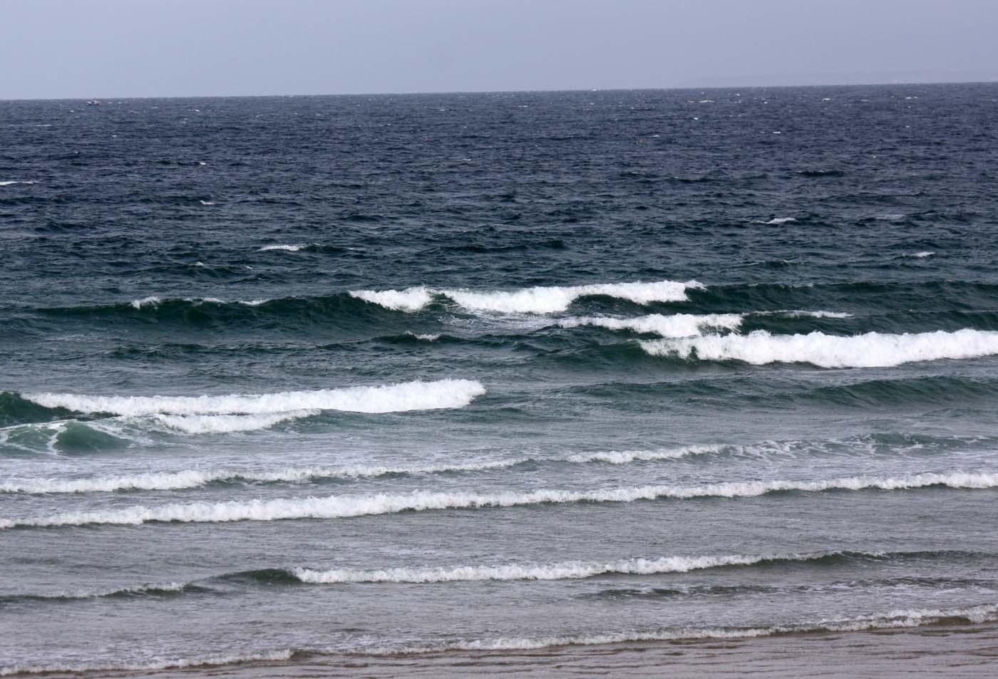 Houle d' ONO en hausse + vent SO en hausse = vagues surfables ventées