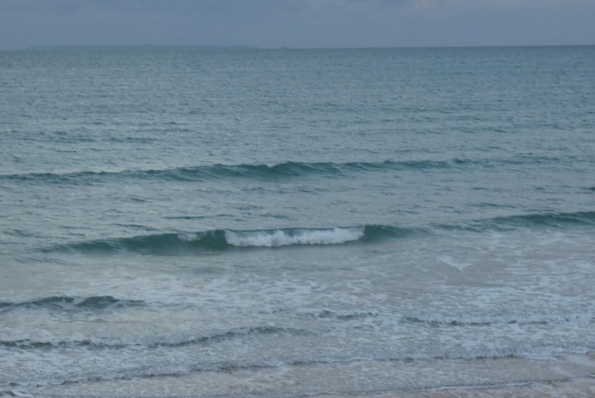 Houle courte d'ouest en baisse pas de vagues !!!
