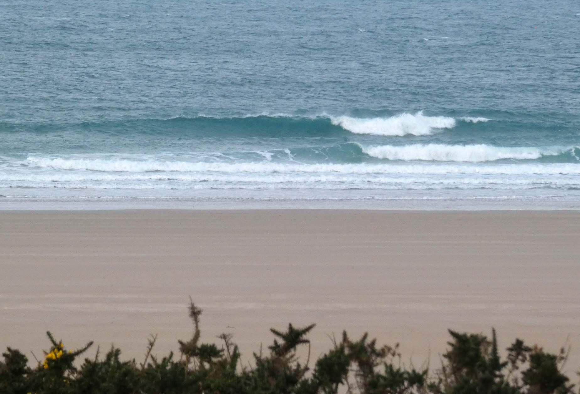 Petites vagues surfables vent SO puis ONO modéré