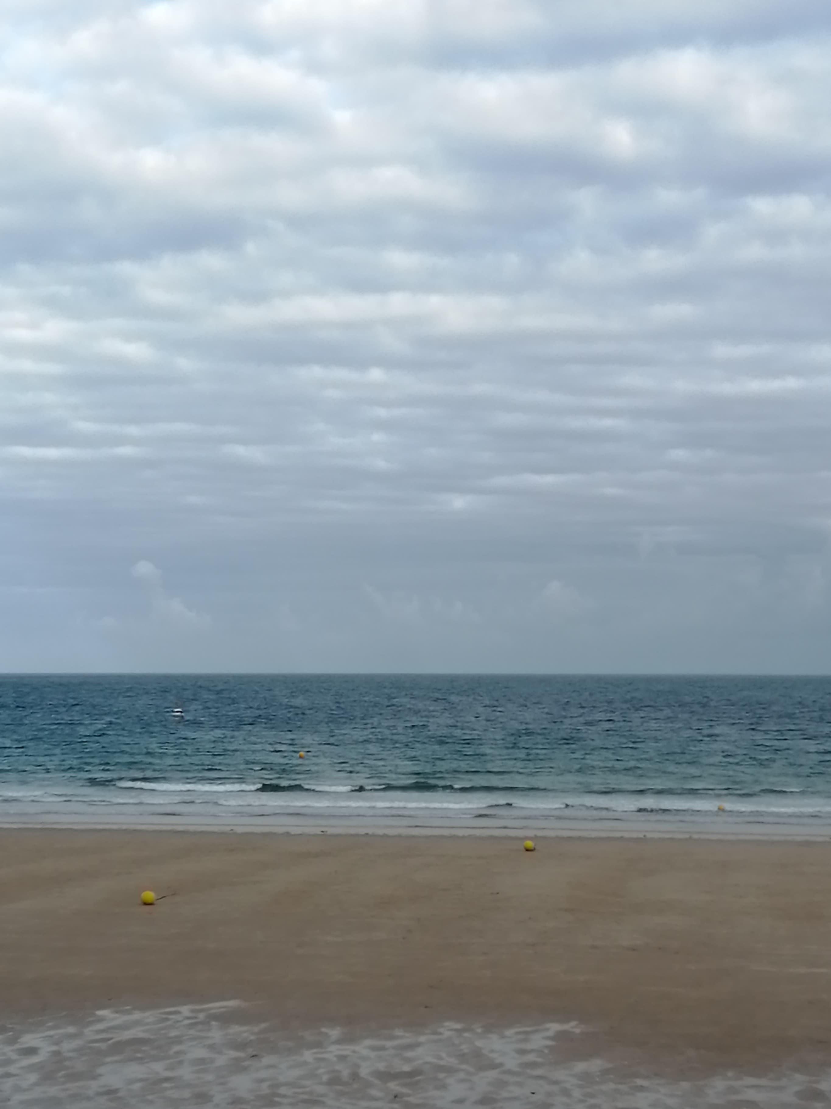 Mini vagues et plan d'eau ridée